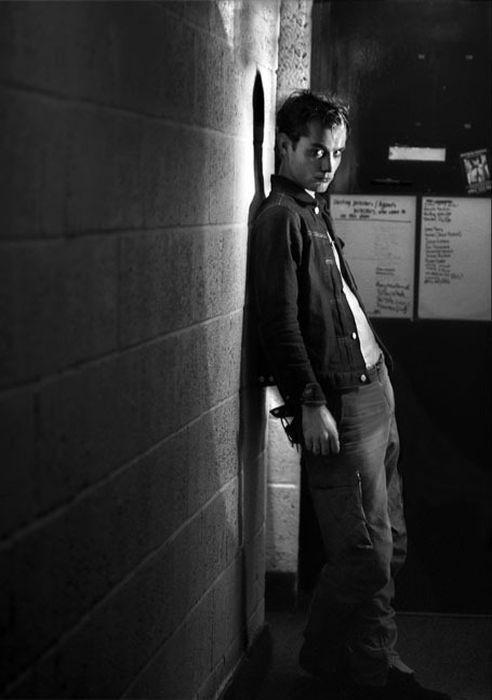 Джуд Лоу, подготовка к роли Гамлета в театре Уиндема. 2009 год. Фотограф Саймон Аннанд