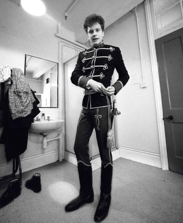 Колин Фёрт в спектакле «Одинокая дорога», театр Олд Вик, 1985 год. Фотограф Саймон Аннанд