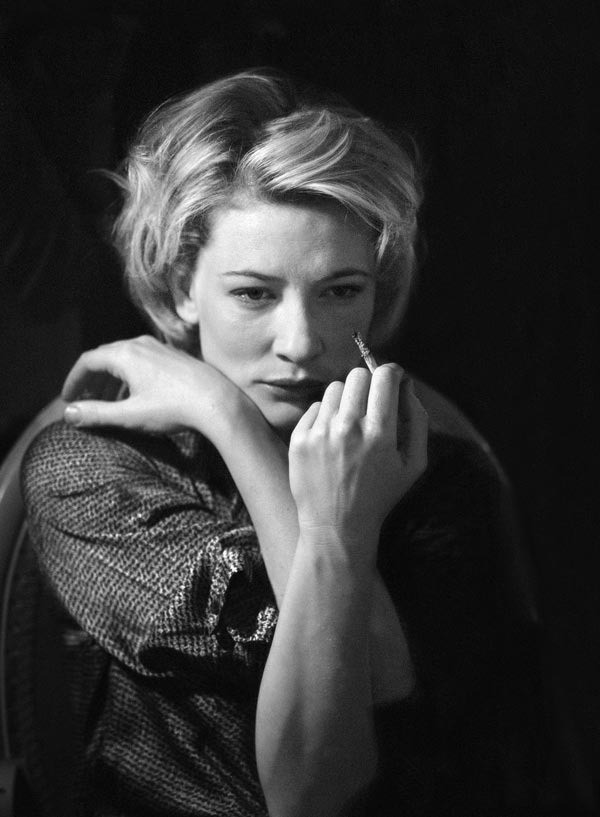 Кейт Бланшетт в театре «Олбери» перед спектаклем «Изобилие» по пьесе Дэвида Хэйра. 1999 год. Фотограф Саймон Аннанд