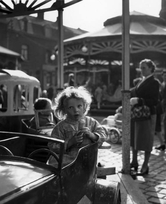Карусель. 1954 год. Фотограф Жан-Филипп Шарбонье