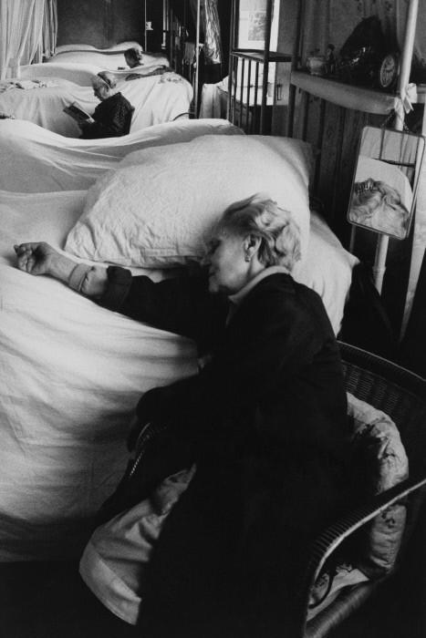 Дом престарелых, Сен-Манде, Франция, 1959 год. Фотограф Жан-Филипп Шарбонье