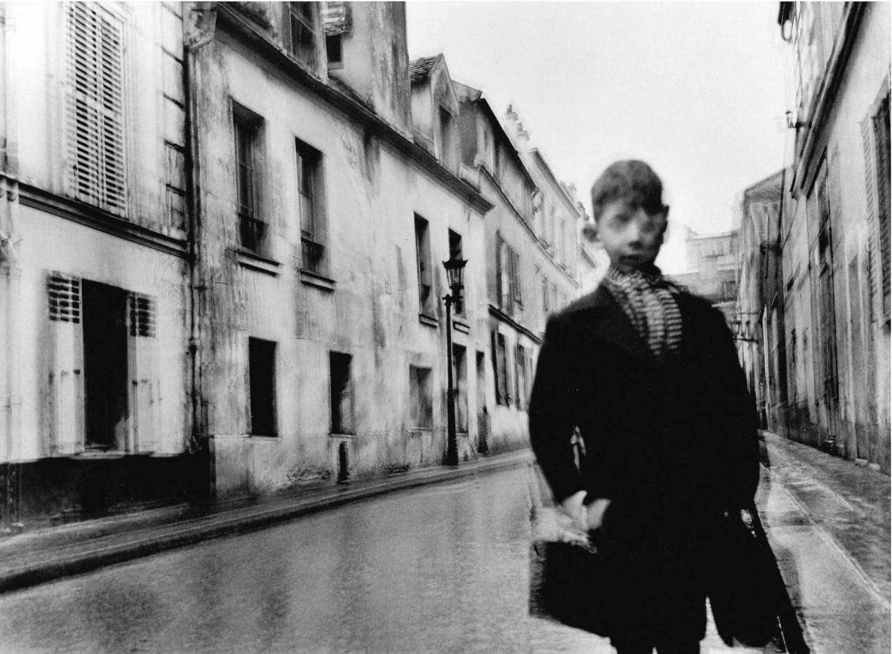 «Размытый» мальчик. Фотограф Жан-Филипп Шарбонье