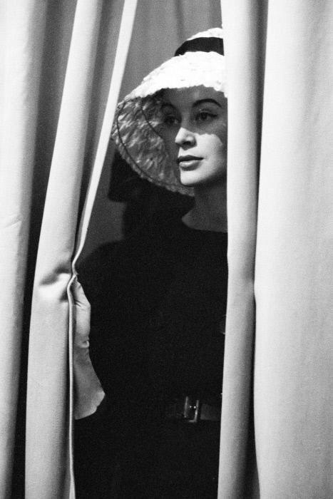 Дефиле модного Дома Диор. Париж, 1959 год. Фотограф Жан-Филипп Шарбонье