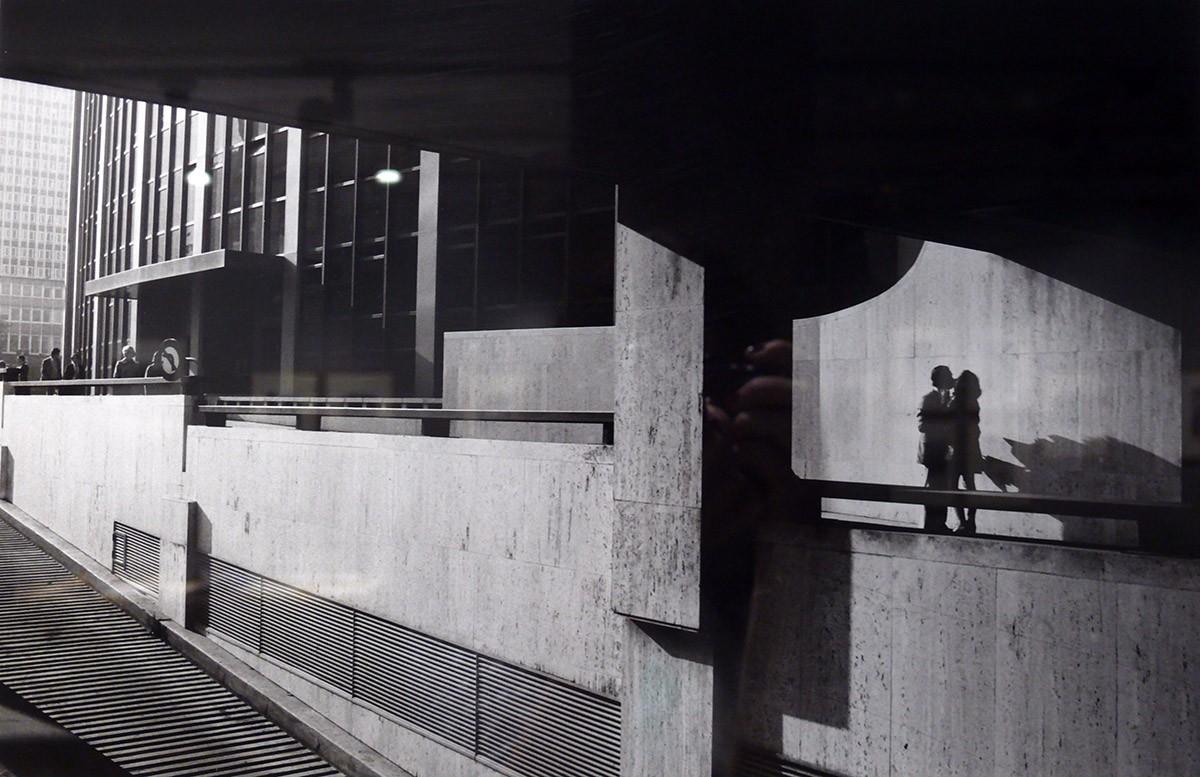 Поцелуй, который не кончается. 1975 год. Фотограф Жан-Филипп Шарбонье