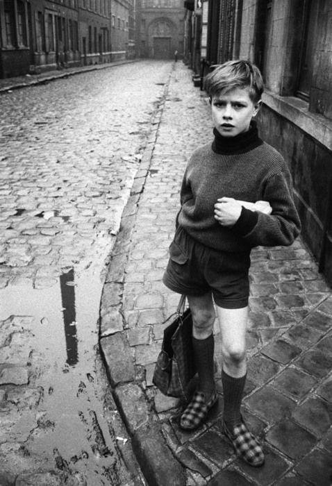 С покупками. Рубе, Франция, 1954 год. Фотограф Жан-Филипп Шарбонье