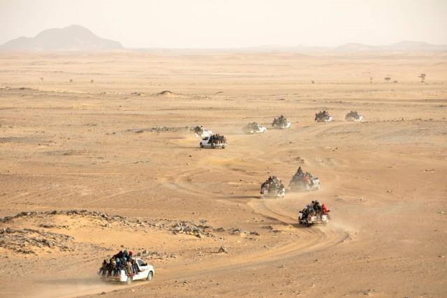 Тысячи мигрантов, направляющихся из Нигера в Ливию. Фотограф Паскаль Мэтр