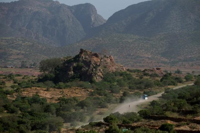 Автобус недалеко от деревни Абреха-ве-Ацбеха, регион Тыграй, Эфиопия. Фотограф Паскаль Мэтр