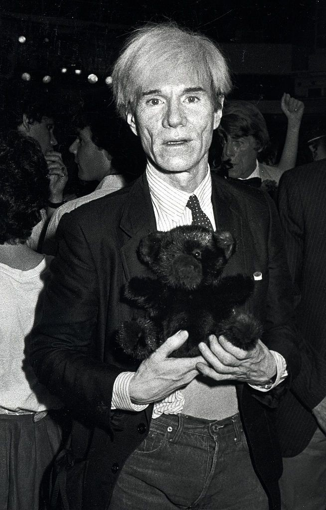 Энди Уорхол и его плюшевый мишка в «Студия 54»