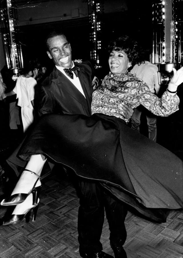 Певица Ширли Бэсси и актёр Стерлинг Сен-Жак на танцполе «Студия 54», актёр умер от СПИДа в 1984 году, ему было 27 лет