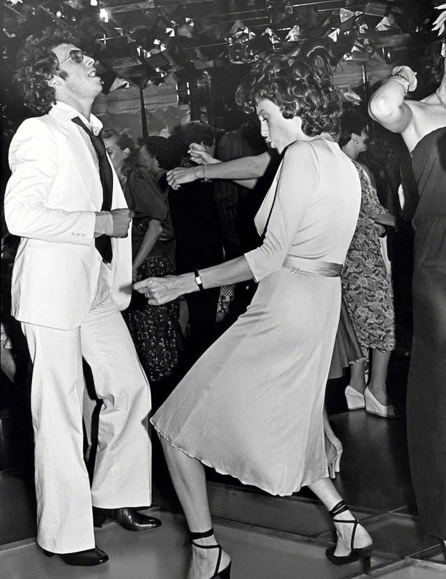 Виктор Дрэй и Жаклин Биссет в «Студия 54», 1977 год. Фотограф Рон Галелла