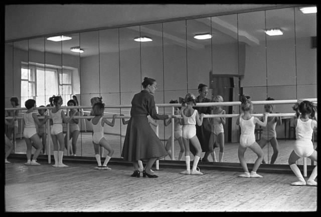Детская хореографическая студия. Дворец культуры КМК, Новокузнецк, 1981. Фотограф Владимир Соколаев