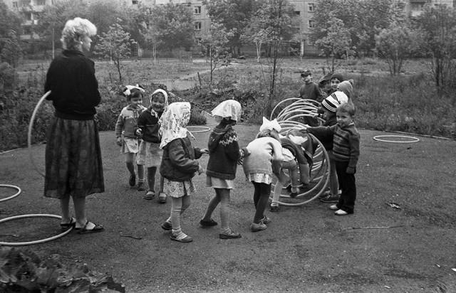 На игровой площадке. Новокузнецк, 1985. Фотограф Александр Бобкин