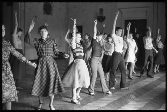 Обучение массовым танцам. Дворец алюминщиков, Новокузнецк, 1983. Фотограф Владимир Соколаев