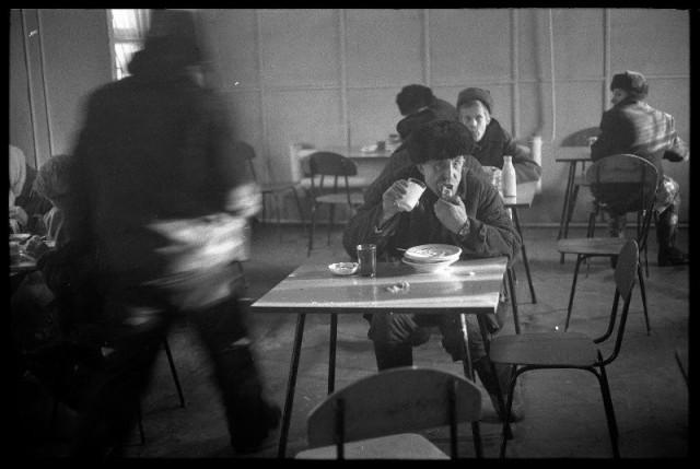 Рабочая столовая строителей сталеплавильного цеха Кузнецкого металлургического комбината, 1980. Фотограф Владимир Воробьев