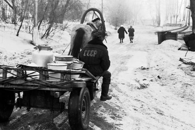 У горбольницы № 2, Новокузнецк, 1986. Фотограф Александр Бобкин