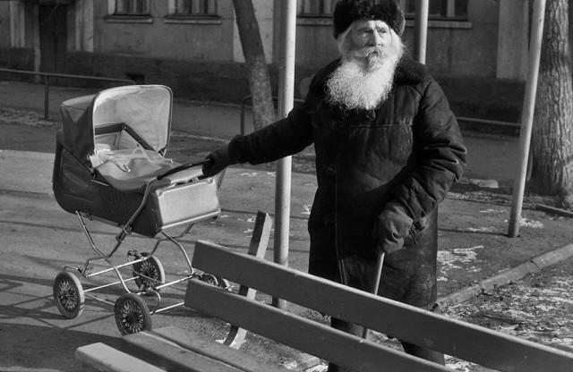 На прогулке. Новокузнецк, 1987. Фотограф Александр Бобкин