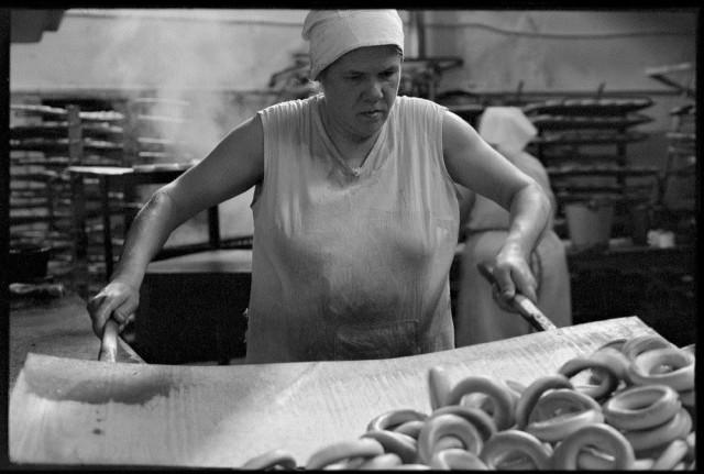 Бараночница. Хлебозавод № 2, Новокузнецк, 1981. Фотограф Владимир Соколаев