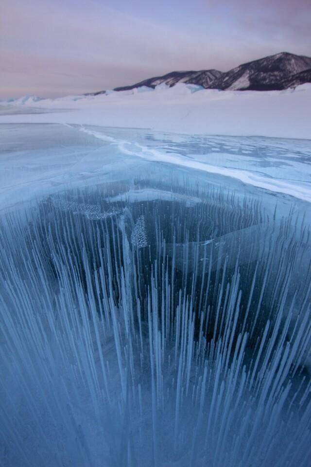 Номинант, 2021. Байкал. Первый день весны. Лёд на Байкале всегда разный. В этом году тренд сезона – вертикальные игольчатые пузырьки. Автор Алексей Трофимов