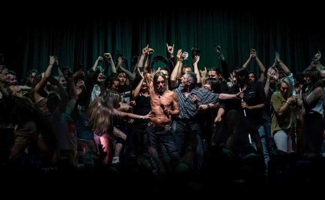 Победитель в категории «Культура», «Открытая» номинация, 2020. Игги Поп и зрители, вышедшие танцевать с ним на сцене в Сиднейском оперном театре 17 апреля 2019 года. Автор Антуан Велинг