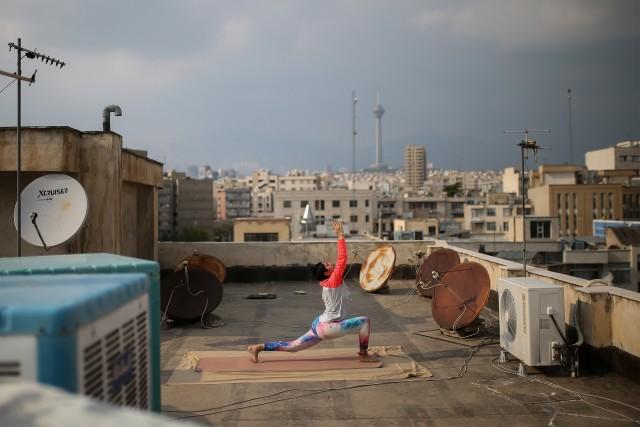 3 место в категории «Спорт». «Профессиональная» номинация, 2021. «Крыша». Спортсмены в Иране тренируются на крышах своих домов в условиях самоизоляции. Автор Фарзама Салеха
