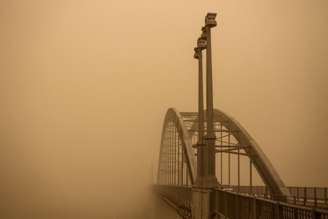 2 место в категории «Окружающая среда». «Профессиональная» номинация, 2021. Город Ахваз в пылевых облаках. Автор Мохаммед Мадади