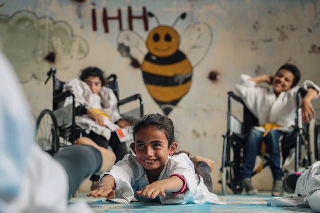 1 место в категории «Спорт». «Профессиональная» номинация, 2021. Детская школа карате в сирийской деревне недалеко от Алеппо. Автор Анас Альхарбутли
