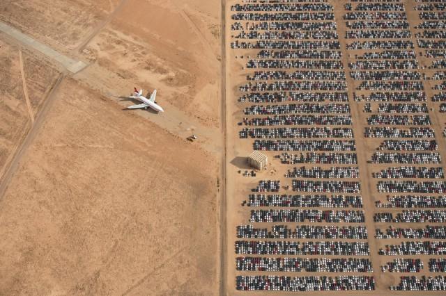 Автомобили Volkswagen и Audi в калифорнийской пустыне Мохаве после скандала с тестами на вредные выбросы. Автор Яссен Тодоров