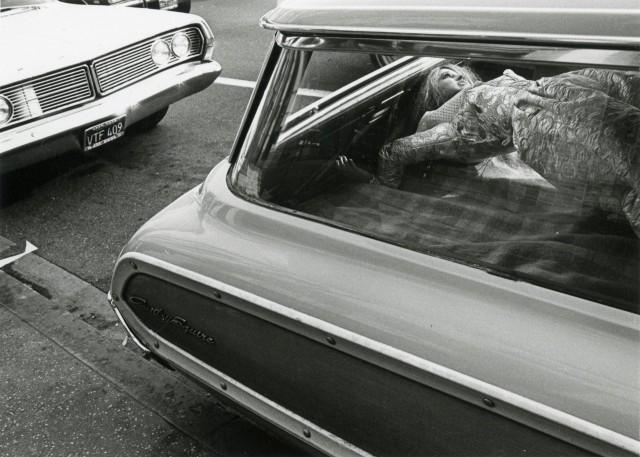 Манекен в автомобиле, 1975. Фотограф Гэри Крюгер