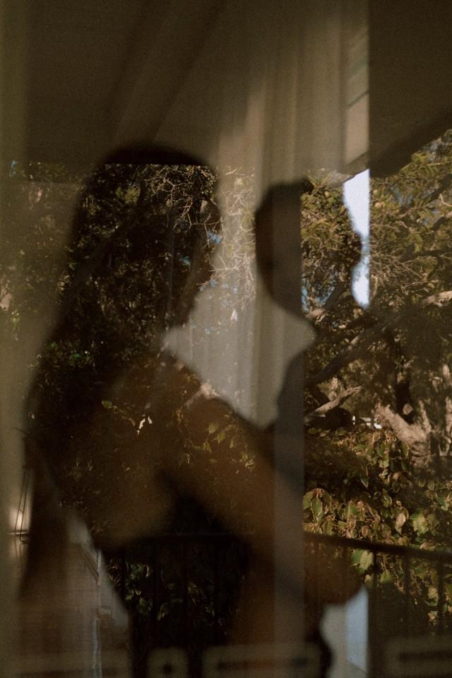 Серия «За стеклом», Ниа и Матильда. Фотограф Лиза Соргини
