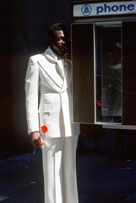 Мужчина в телефонной будке на Пятой авеню. Фотограф Томас Хёпкер