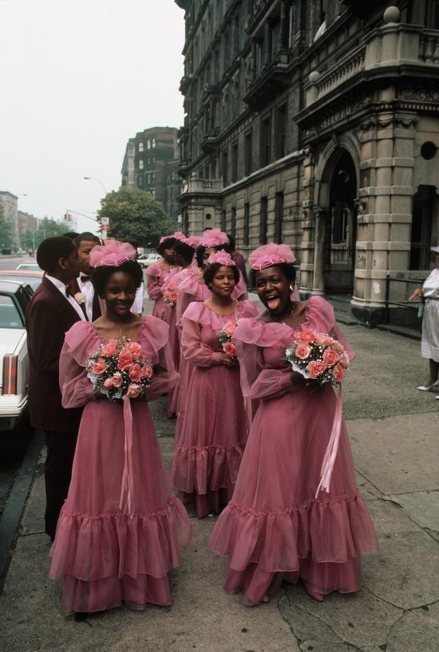 Свадьба, подружки невесты на Пятой авеню в Гарлеме, Нью-Йорк. Фотограф Томас Хёпкер