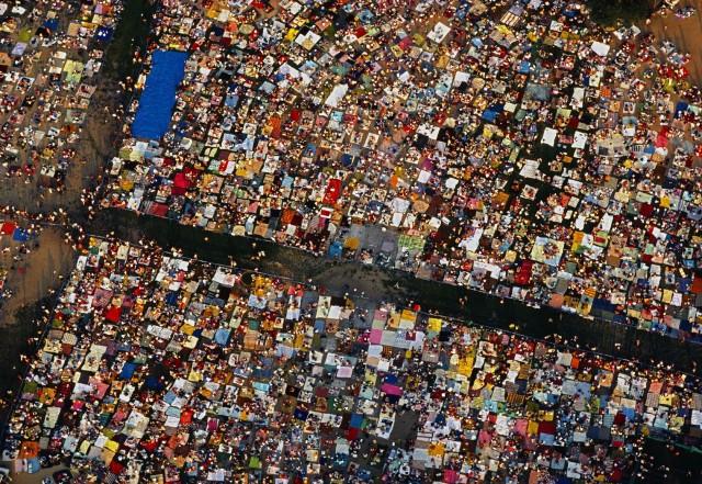 Центральный парк Нью-Йорка во время концерта с пикниками, США, 1983 год. Фотограф Томас Хёпкер