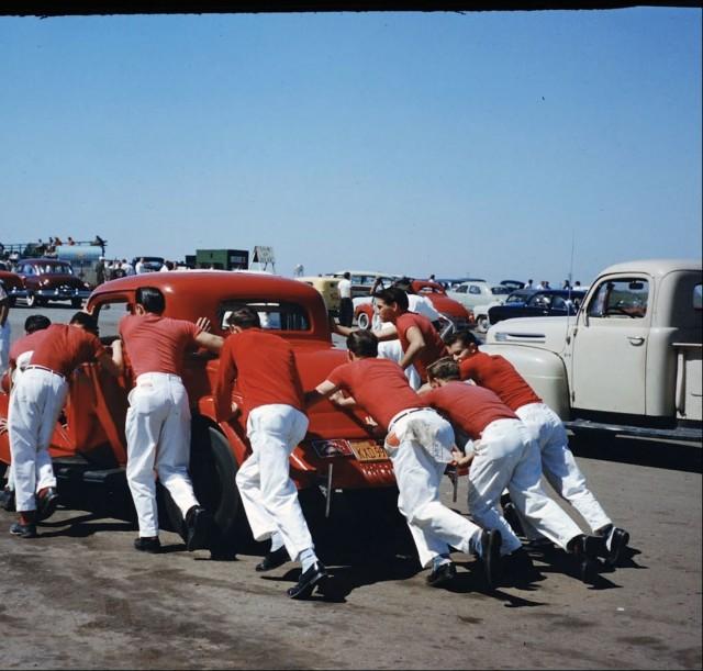 Автомобиль и экипаж, Калифорния, конец 1950-х. Фотограф Ральф Крейн