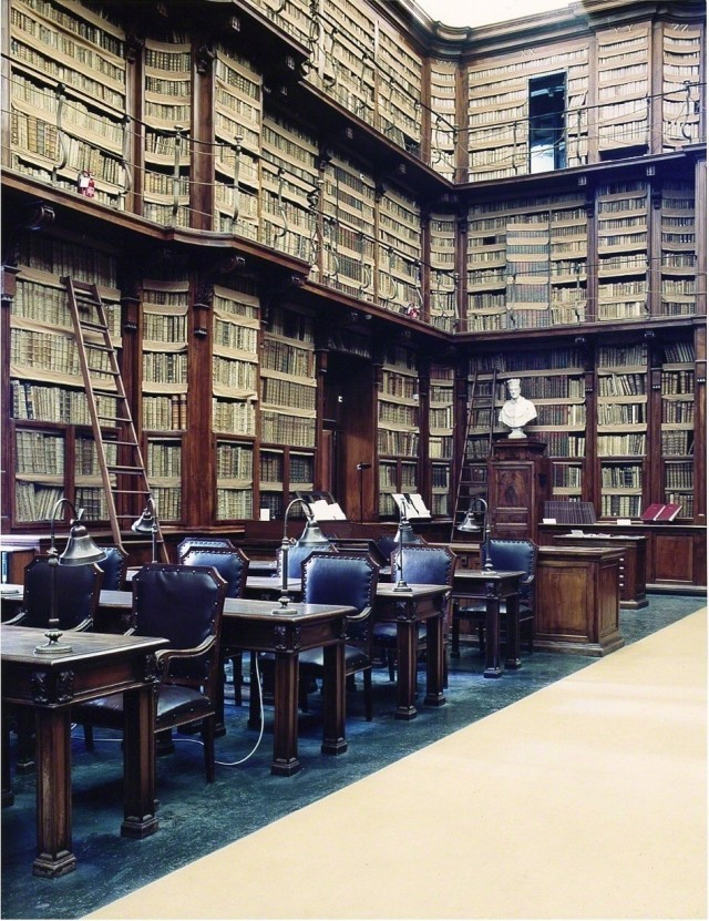 Библиотека Анджелика, Рим, 2003. Фотограф Кандида Хёфер
