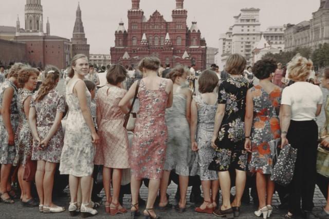 Девушки на Красной площади, Москва, 1981 год. Фотограф Борис Савельев