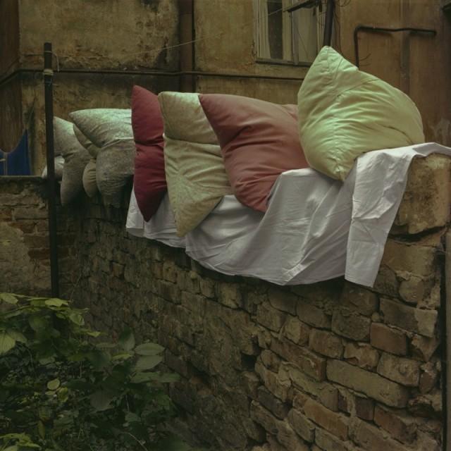 Подушки, Черновцы, 1981 год. Фотограф Борис Савельев