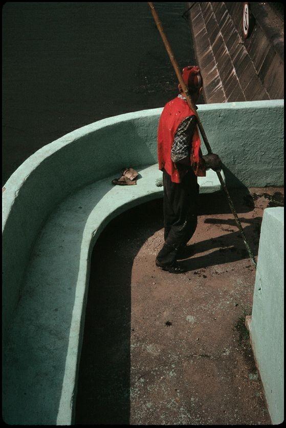Красный жилет, Москва 1989 год. Фотограф Борис Савельев