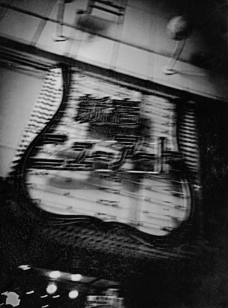 Из фотокниги «S», 2. Автор фото Токио Румандо