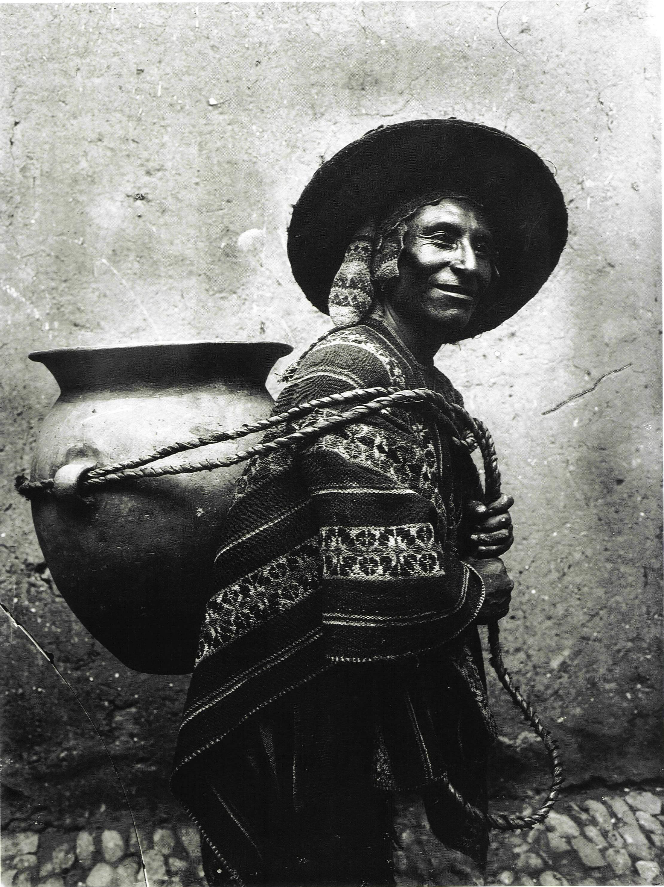 Чича (в казане), 1940. Фотограф Мартин Чамби