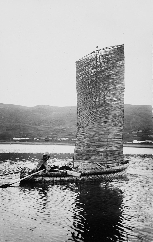 Лодка на озере Титикака, Пуно, 1925. Фотограф Мартин Чамби