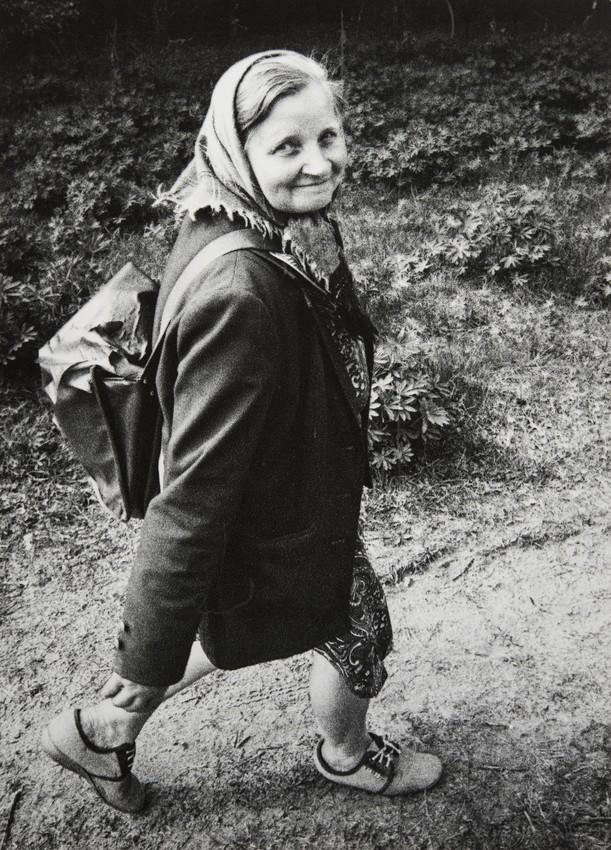 Сельский почтальон, Лепельский район, 1990. Фотограф Евгений Козюля