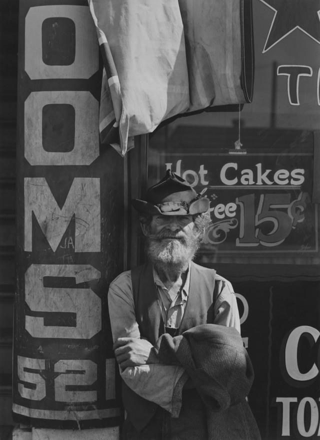 В городе Мерсед, Калифорния, 1936. Фотограф Энсел Адамс