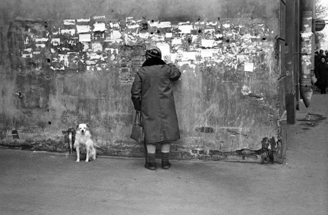 У Дерябкина рынка. Петроградская, 1980-е. Фотограф Сергей Подгорков