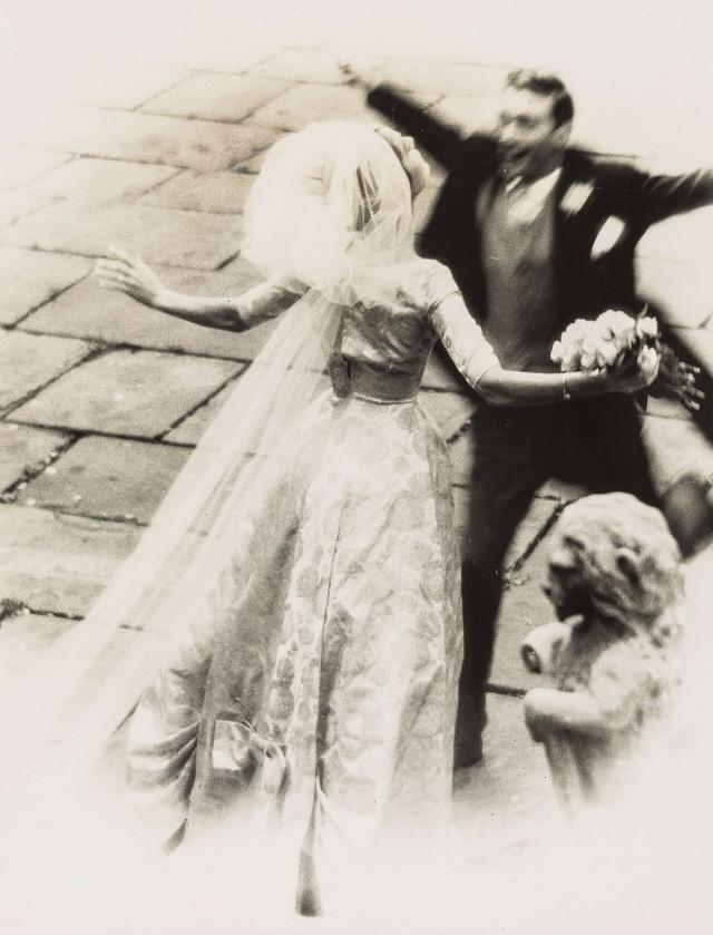 Свадебное объятие, модель Клеменс Беттани. Норман Паркинсон