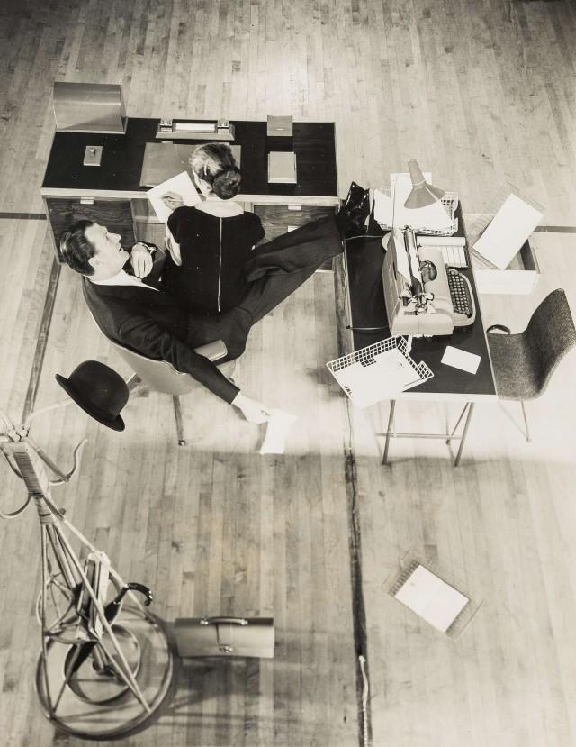В офисе. Норман Паркинсон