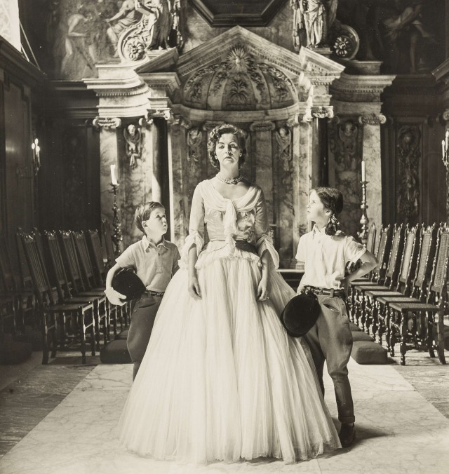 Герцогиня Девонширская с детьми. Норман Паркинсон