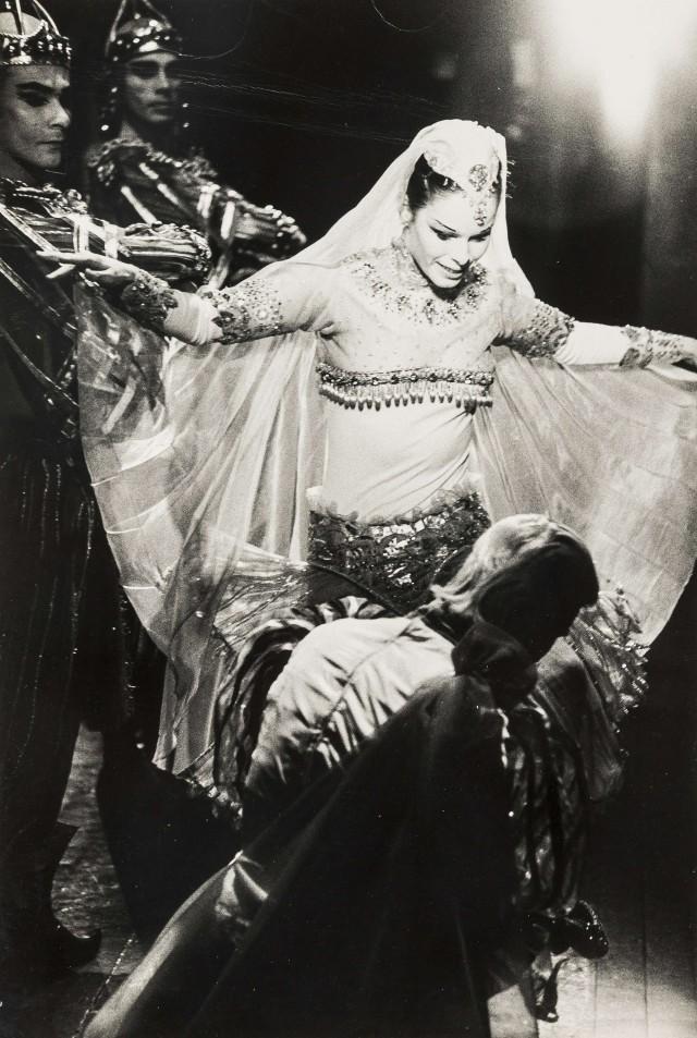Джеральдина Чаплин в балете «Золушка». Норман Паркинсон