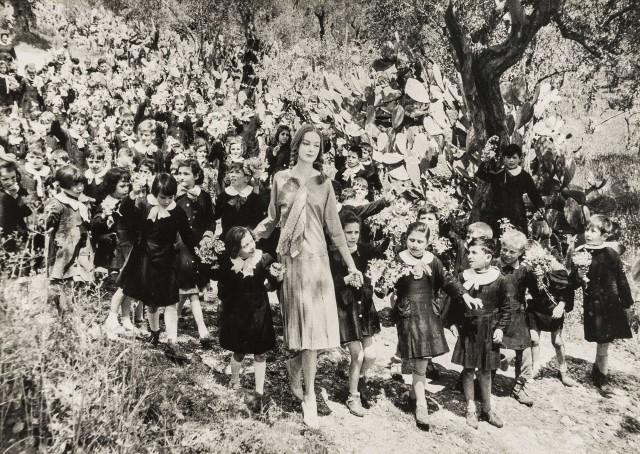 Нена фон Шлебрюгге и школьники в Северной Италии. Норман Паркинсон