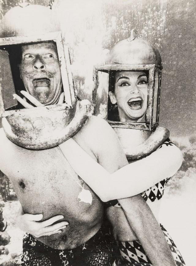 Паркс и Кармен в водолазных шлемах. Норман Паркинсон