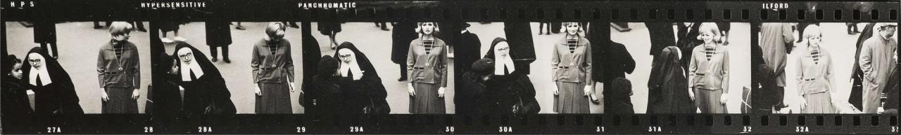 Селия Хаммонд и монахиня в Лондоне для журнала Queen, 1963. Норман Паркинсон